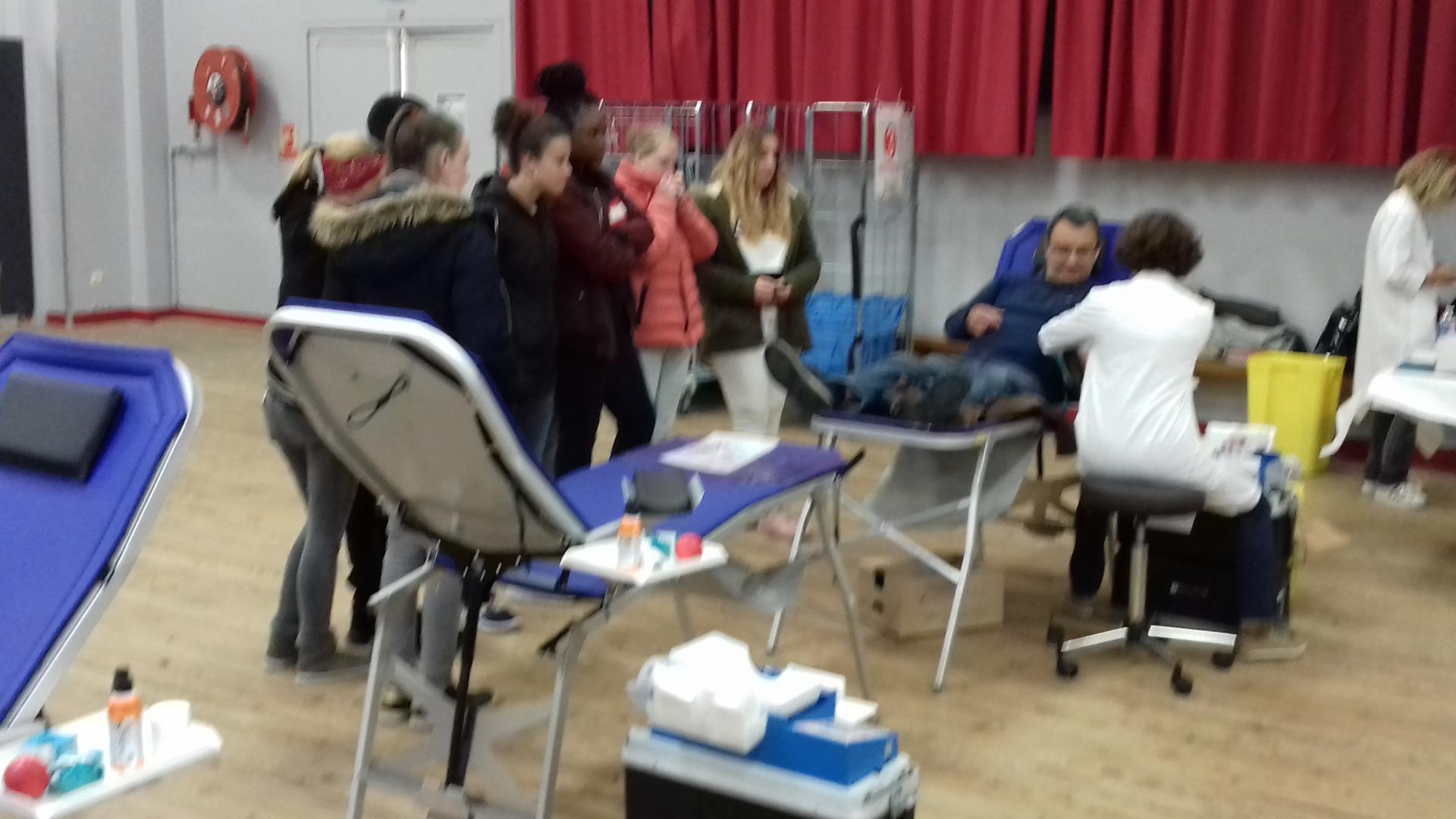 Une classe du LEP de Chasseneuil présente à la collecte du 14 mai 2018