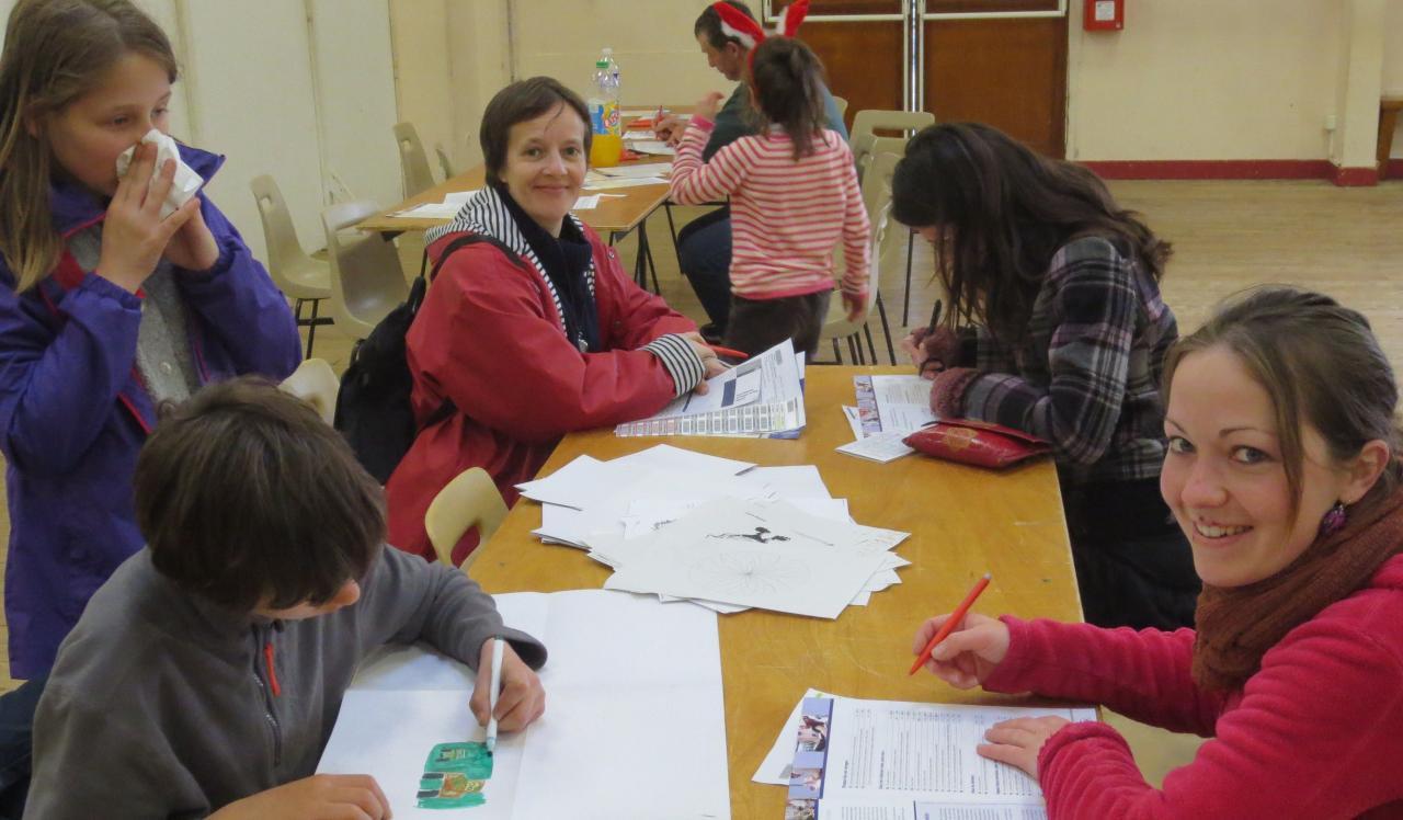 Collecte du 1 avril à Chasseneuil; parents et enfants à la même table.