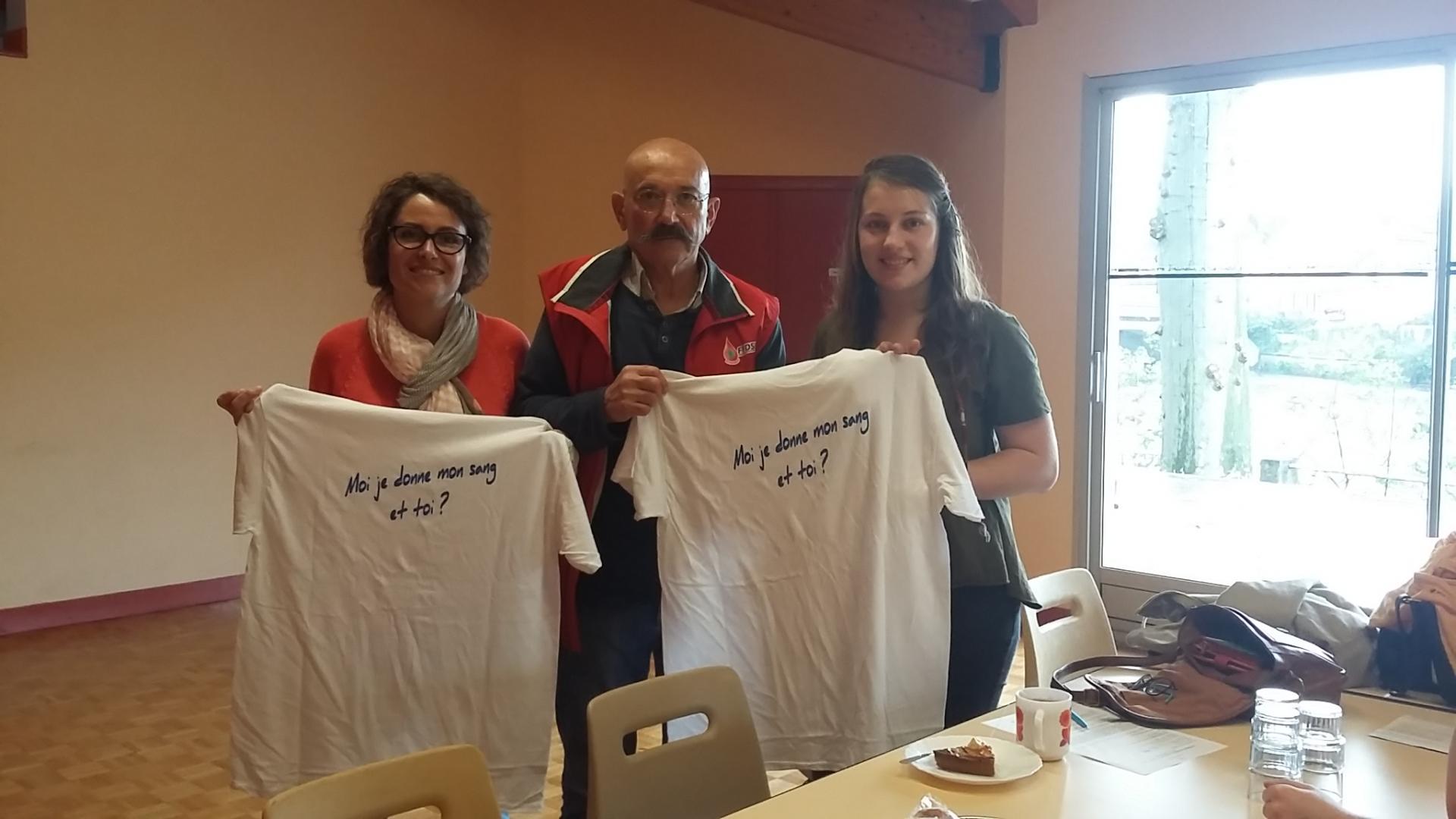 Aurélie et Virginie pour leur second don à Chabanais le 11.05.2016